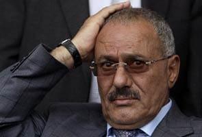 Yemen crisis: Saleh signs deal to transfer power
