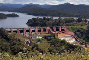 Mullaperiyar dam row: Clashes at Kerala-Tamil Nadu border post