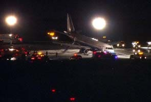 Plane makes emergency landing at Newark airport