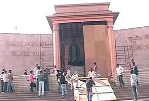 Uttar Pradesh polls: Covers come off Mayawati's statues in Lucknow, Noida