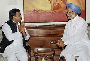 UP Chief Minister Akhilesh Yadav meets Prime Minister Manmohan Singh