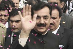 Pakistan cabinet says Yousuf Raza Gilani need not resign: 10 big facts