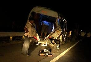 26 killed in bus accident on Mumbai-Pune Expressway