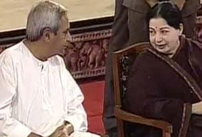 Naveen Patnaik and J Jayalalithaa share dais, spark speculation of alliance