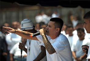 Jailed Salvadoran gangsters rap for peace