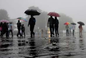 Heavy rains trigger landslides in Himachal Pradesh; hundreds of tourists stranded