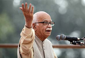 Advani's blog on 2014 upsets Sena, Yeddyurappa, but pleases Nitish's party