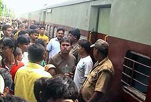 Man beheaded on train in West Bengal