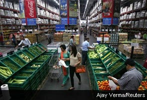 India backs foreign investment in retail sector