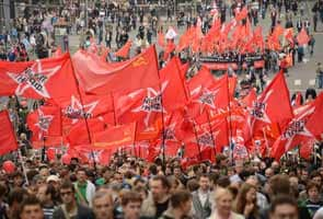 Putin critics stage new protest in test of strength