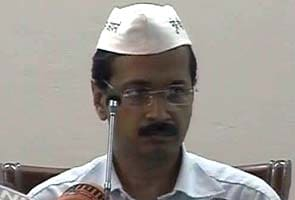 Robert Vadra and DLF accused of illicit links by Arvind Kejriwal