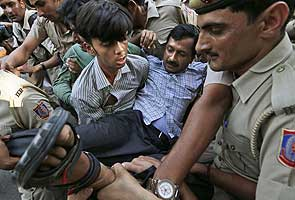 Arvind Kejriwal and differently-abled protesters arrested en route to PM's home