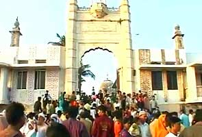 Widespread condemnation of Haji Ali dargah's ban on women