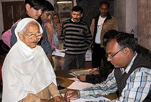 Himachal Pradesh polls: 45 per cent voting by 2 pm; price rise, corruption major issues