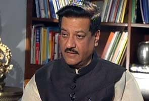 Prithviraj Chavan meets protesting sugarcane farmers; talks 'inconclusive'