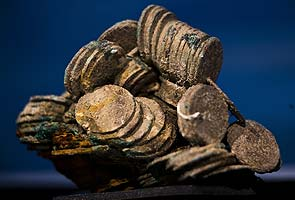 Spain shipwreck treasure shown for the first time