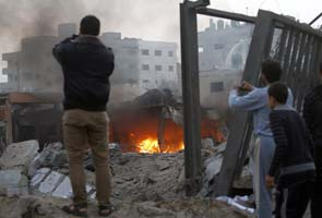 Israel air strikes kill 91 in Gaza as truce efforts build