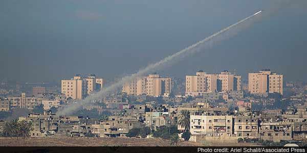 Israel and Hamas step up air attacks in Gaza clash