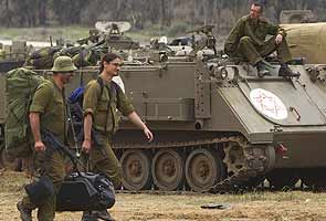 Israel pulls back from Gaza, invasion force intact