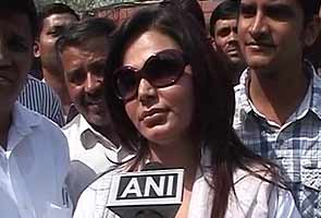 Actor Rakhi Sawant plans to sue Digvijaya Singh for defamation
