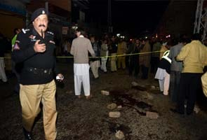 Suicide bomber kills 23 people in Pakistan