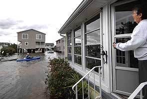 American states devastated by Sandy call Army for presidential vote help