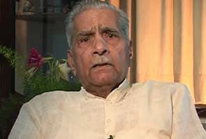Shanti Bhushan donates Rs one crore to Aam Aadmi Party