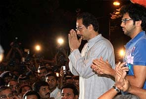 Bal Thackeray better, says Shiv Sena; policemen patrol Mumbai streets