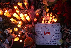 Schools reopen in Newtown, Washington talks gun control