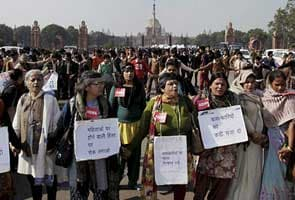 Profound anger on the streets, protests over Delhi gang-rape reach Rashtrapati Bhavan