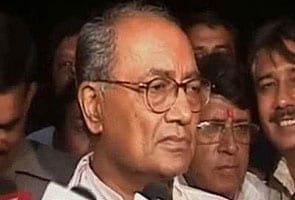 Does Advani agree with Sushma on Modi, asks Digvijaya Singh