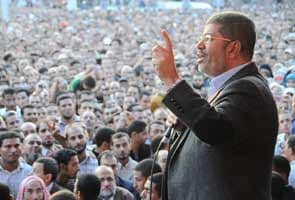 Mohamed Morsi gives Egypt army police powers ahead of referendum
