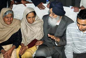 Punjab Chief Minister visits murdered cop's family, assures action
