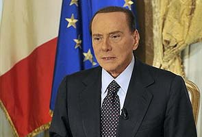 Silvio Berlusconi says he will run for Italian leadership again