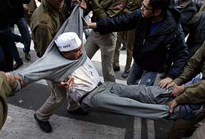 Arvind Kejriwal detained for leading protest to Delhi Chief Minister's home