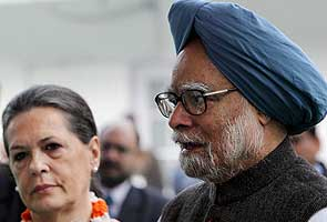 'Amanat's' body brought back to Delhi; PM, Sonia present at airport