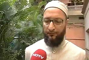 Maharashtra Police stop Asaduddin Owaisi from addressing rally