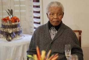 Nelson Mandela recovers from surgery, lung infection: official