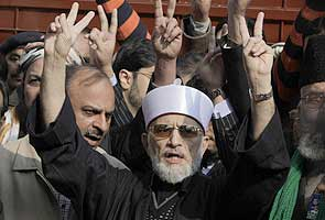 Pakistan cleric propels protest into third day