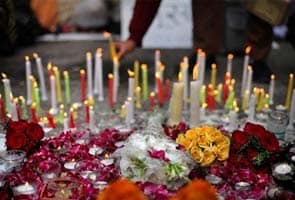 Pakistan groups hold candle light vigil for Indian rape victim