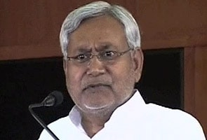 Girl tries to commit suicide before Nitish Kumar