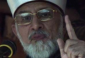 Pakistan cleric Tahir-ul Qadri urges politicians to join mass protest