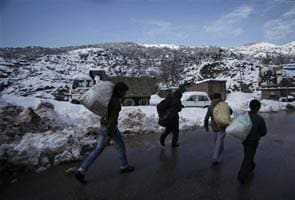 Manali gets snow, rain in Shimla