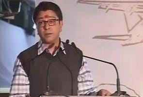 NCP workers pelt stones at Raj Thackeray's convoy