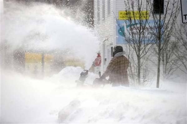 US blizzard: 1 dead, 600, 000 without power; thousands of flights disrupted