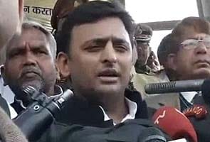 Two days after stampede, Chief Minister Akhilesh Yadav visits Allahabad