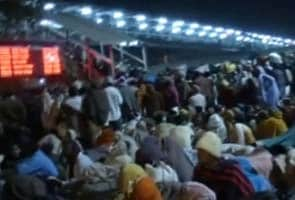Allahabad stampede: no help from authorities for hours, say eyewitnesses