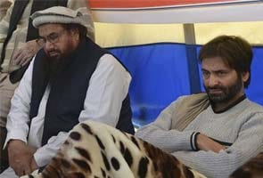 Afzal Guru hanging: moderate separatist leader Yasin Malik shares stage with Hafiz Saeed in Islamabad