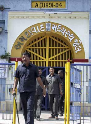 In Ahmedabad, cops probe Sabarmati jail staff after jailbreak attempt