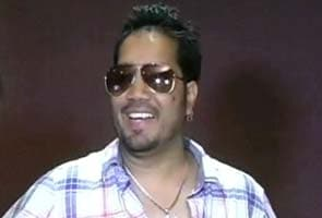 Singer Mika Singh arrested, released on bail at Mumbai airport